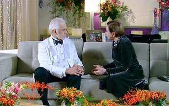 Passione - Capítulo de Quarta-feira, 01/09, na íntegra - Clô se irrita ao ver Bete e Olavo dançando juntos na festa