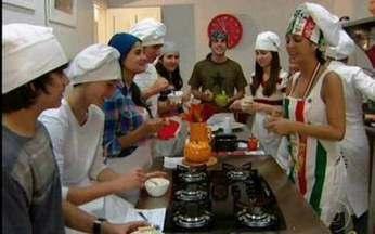 Fala Sério, Vídeo Show: Thalita Rebouças invade aula de culinária para jovens - Nossa repórter visita curso de culinária para adolescentes. Veja!