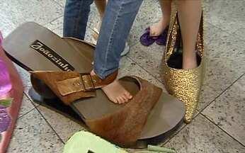 Conheça o maior sapato do Brasil - Em Patos de Minas (MG), a 415 quilômetros de Belo Horizonte, o que não falta é sapato. Ou melhor, sapatão. Para as crianças, isso é uma novidade que não existe nem nas lojas de brinquedos.