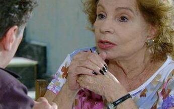 Passione - Capítulo de Sexta feira, 29/10/2010, na íntegra - Berilo termina seu relacionamento com Jéssica. Fred provoca ciúmes em Melina. Valentina é presa. Bete flagra Stela e Agnello aos beijos.