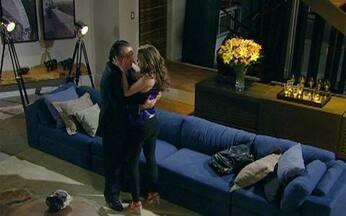 Passione - capítulo de sábado, dia 13/11/2010, na íntegra - Clara se declara para Totó e os dois se beijam