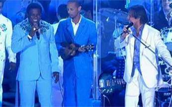 Neguinho da Beija-Flor apresenta o samba enredo em homenagem a Roberto Carlos - A escola Beija-Flor fará homenagem ao cantor em 2011 com o samba `A simplicidade de um rei`