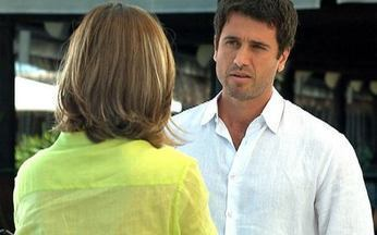 Insensato Coração - capítulo de quinta-feira, dia 20/01, na íntegra - Marina e Pedro conversam e ele assume que ela mexe muito com ele. Carol encontra André no almoço de negócios e fica com ciúmes quando Natalie chega.