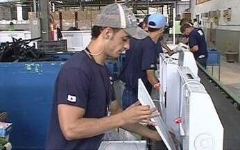 Especialistas alertam que em algum setores já existe apagão de mão de obra - A disputa das empesas por profissionais é boa para quem procura uma nova vaga ou quer mudar de emprego. Mas se o crescimento do Brasil continuar em ritmo forte, há risco de faltar trabalhadores.