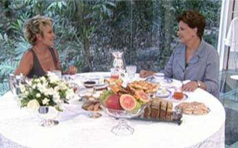 """Dilma toma café da manhã com Ana e justifica fama de durona - """"Quando a mulher assume alguma posição de mando, de autoridade, ela é vista como estando um pouco fora de seu papel"""", disse a presidente."""