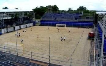 Começa em São Paulo o primeiro Mundialito Entre Clubes de Futebol de Areia - Na represa de Guarapiranga, foi montada a arena para o Mundialito de Futebol de Areia. Corinthians, do Brasil, e Sporting, de Portugal, farão o jogo de abertura do evento, neste sábado (19).