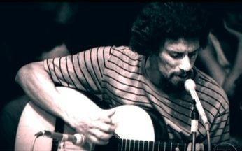 Há 20 anos, a música brasileira perdia Gonzaguinha - Filho do Rei do Baião, Luiz Gonzaga, Gonzaguinha foi um dos compositores mais perseguidos da ditadura. Depois, com a democracia, se consagrou como autor de sucessos românticos. Ele é sempre lembrado pela qualidade de suas músicas.