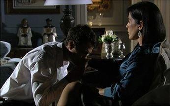 O duelo emocionante de Norma com Léo, em Insensato Coração - Durante toda a trama, um tentou passar a perna no outro