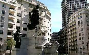 Delis Ortiz mostra o charme da capital Argentina - O bairro de Recoleta é o retrato da aristrocacia do século XVIII. O cemitério é uma das maiores coleções de arte funerária do mundo. Um palácio francês na Argentina abriga a embaixada brasileira em Buenos Aires.
