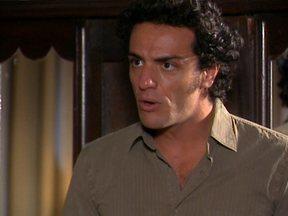 Rodrigo Lombardi saindo do armário em Pé na Jaca - Qual desses atores você gostaria de guardar no seu armário, feito um Ricardão? Participe e vote no site do Vídeo Show