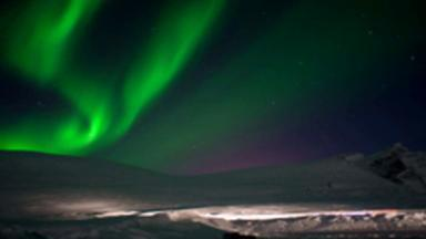 Planeta Extremo: Clayton Conservani e equipe em busca da Aurora Boreal nos céus da Noruega - Repórter encara o frio e conhece o hotel de gelo em busca de uma noite de gala no céu do norte europeu.