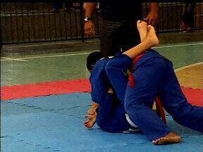 Logo cedo a garotada participa de competições de jiu-jítsu em Uberlândia - Encontro foi no domingo e abriu a temporada de competições na cidade