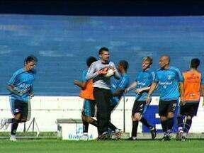 Grêmio enfrenta o São Luiz, de Ijuí, nesta quinta-feira, pelo Gauchão - Caio Junior reforçou o treino com o setor defensivo. Em três partidas, o Grêmio sofreu cinco gols em lances de bola parada.