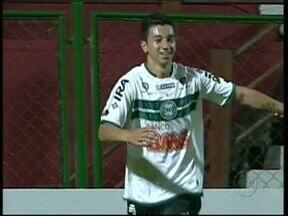 Coritiba vence o Paranavaí, mas perde a liderança no saldo de gols - O jogo em Paranavaí teve lances polêmicos