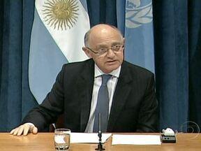 Argentina exige retomada de negociações sobre soberania das Ilhas Malvinas - O ministro de Relações Exteriores da Argentina se queixou do aumento do poderio naval britânico e disse que o Atlântico Sul é o último refúgio de um império em decadência. O secretário-geral da ONU pediu que os dois países evitem um agravamento.