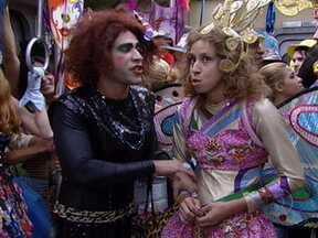 Janete fala sobre paixão de carnaval - A babuína gostaria de não ter seus sentimentos feridos numa paixão de carnaval, mas a amiga Valéria tenta animá-la do seu jeito brincalhão