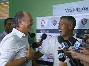 Falcão e Cerezo confraternizam após Ba-Vi - Amigos de longa data, técnicos de Bahia e Vitória se encontraram nos vestiários.