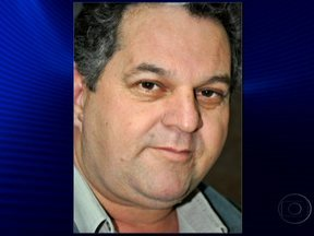 Jornalista é assassinado em Ponta Porã (MS) - Paulo Roberto Cardoso Rodrigues tinha 51 anos e foi atingido por nove tiros. O carro em que ele estava foi abordado por dois pistoleiros. Ele era editor de um jornal e de um site onde noticiava o tráfico de drogas na fronteira com o Paraguai.