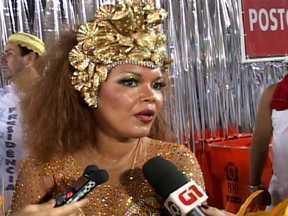 Lucinha Diniz afirma estar muito feliz com o desfile da Portela - A porta-bandeira, que desfila na Sapucaí pela vigésima sétima vez, se emocionou após sair da avenida.