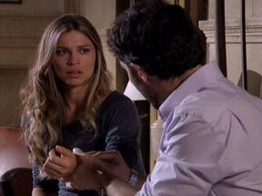 Aquele beijo - capítulo de segunda-feira, dia 20/02/2012, na íntegra - Juan sequestra Lucena