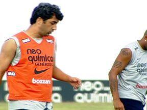 No Corinthians, Adriano e Douglas correm atrás do peso ideal - O atacante Willian admitiu que pegou errado na bola na hora do gol contra o São Caetano.