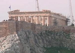 Uniao Europeia aprova pacote bilionário de ajuda à Grécia - O acordo foi assinado depois de 13 horas de reunião. Sem o socorro, o país não teria como honrar seus compromissos a partir de março. As contas da Grécia vão ser permanentemente fiscalizadas por uma missão internacional.