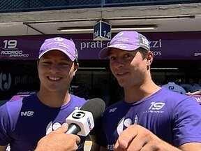 Gêmeos Sperafico prometem confundir a temporada 2012 da Stock Car - Rodrigo e Ricardo defendem a mesma equipe e até os mecânicos ficam confusos na hora de dizer quem é quem.