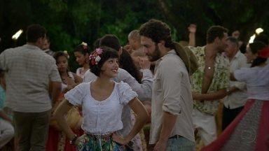 Amor Eterno Amor - Capítulo de segunda-feira, dia 19/03/2012, na íntegra - Fernando flagra Miriam dançando com Carlos