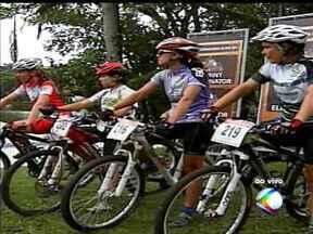Transmissão ao vivo da 9ª Copa de Mountain Bike, em Araxá - Confira o primeiro bloco da 9ª Copa Internacional de Mountain Bike realizada neste sábado.