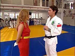 Angélica visita instituto social de Flávio Canto - Judoca apresenta projeto que funciona no Complexo Esportivo da Rocinha