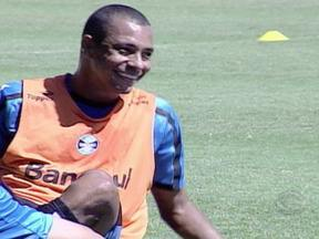 Grêmio treina descontraído neste sábado no Olímplico - Marco Antônio está de fora por dores na panturrilha