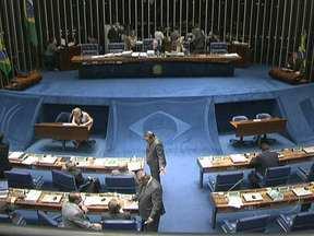 Senado aprova novo regime de aposentadoria dos servidores públicos - O Funpresp acaba com a aposentadoria integral pros futuros servidores. O governo acredita que o novo modelo é a saída para reduzir o déficit da Previdência, de R$ 60 bilhões.