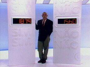 Programa Você Decide estreou no Plim Plim no dia 8 de abril de 1992 - Antonio Fagundes era o apresentador, e quem escolhia o final era o público
