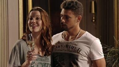 Avenida Brasil - Capítulo de quinta-feira, dia 19/04/2012, na íntegra - Débora sugere que Nina a ajude a provar as comidas do casamento