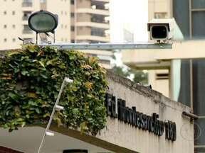 Arrastões a prédios se tornam cada vez mais comum em cidades brasileiras - Os arrastões a prédios, dos mais sofisticados aos mais modestos, se espalham por São Paulo e assustam a população. Os edifícios sem câmeras de segurança ou porteiro 24 horas se tornam alvos preferenciais dos assaltantes.