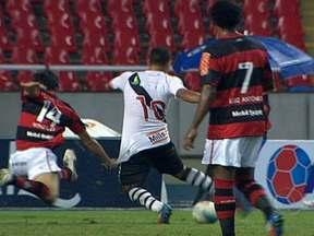 Corinthians, Flamengo e Palmeiras perdem e são eliminados dos estaduais - Três jogos e o mesmo placar: 3 a 2. No Rio, o Vasco virou sobre o Flamengo e garantiu a vaga na final da Taça Rio. Pelo Campeonato Paulista, Corinthians e Palmeiras perderam para Ponte Preta e Palmeiras, respectivamente.