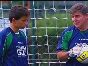"""Ex-campeão mundial, Zetti monta academia para novos goleiros - Apesar de """"ingrata"""", posição atrai cada vez mais novos adeptos."""