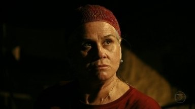 Lucinda ameaça Nilo - Ela confirma que Jorginho e Nina estão juntos e ele avisa que negociará a informação