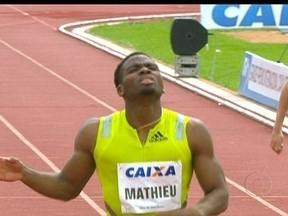 Michael Mathieu vence prova dos 400m rasos no GP de Atletismo de Uberlândia - Atleta de Bahamas foi o mais rápido.O brasileiro Anderson Henriques e o americano Gred Nixon completam o pódio.