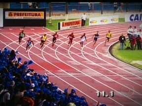Claudinei Quirino e Sandro Viana explicam os segredos da prova dos 200m rasos - Atletas dizem que a principal diferença entre as provas dos 100m e 200m é a curva.