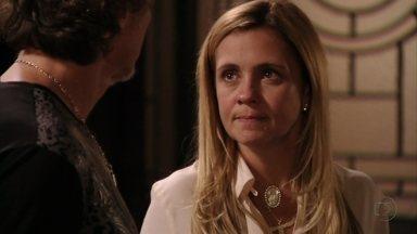 Carminha tem um mau pressentimento - A megera estranha que Nilo não tenha ido ao seu encontro e fala para Max que está com medo do que Rita possa estar armando contra ela. Muricy dá outro relógio para Ivana