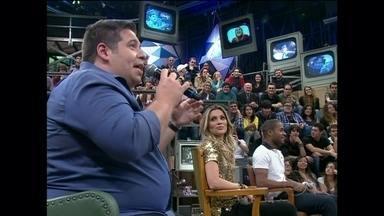 Karina Brum participa ao vivo do 15 Segundos de Fama - Serginho Groisman conversa com fã que enviou foto com Leandro Hassum