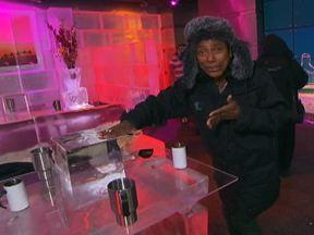 Equipe do Globo Repórter visita bar de gelo em Dubai - Em uma cidade em que a temperatura no inverno fica próxima dos 30ºC, Glória Maria visitou um bar todo feito de gelo, onde a temperatura é de -6ºC.