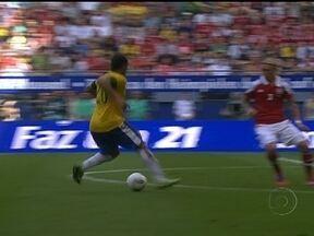 Seleção Brasileira derrota Dinamarca com grande atuação do atacante Hulk - Atacante do Porto marcou duas vezes e teve participação no outro gol na vitória por 3 a 1.