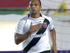 Gol de Alecsandro dá vitória ao Vasco sobre a Portuguesa no Brasileirão - De bicicleta, Alecsandro garantiu a segunda vitória do Gigante da Colina pelo Campeonato Brasileiro. O Flamengo empatou com o Internacional em 3 a 3.