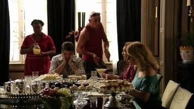 Muricy e Leleco discutem - Ele fica incomodado ao encontrar Adauto fazendo greve na frente da mansão e não perde a oportunidade de provocar a ex-mulher