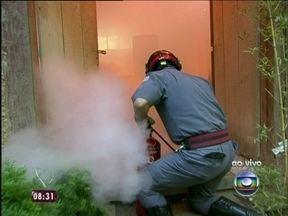Mais Você faz simulação de incêndio ao vivo - Programa mostra como é a ação de um bombeiro quando acontece um incêndio.