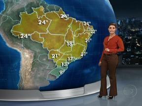 Frente fria avança provocando chuva pelo Brasil - No Rio Grande do Sul, temporais causaram estragos nas cidades de Santa Cruz do Sul, Santa Maria e Caxias do Sul, na última madrugada. Pode chover forte no Paraná. Há risco de temporais também em Mato Grosso do Sul, SP, Rio de Janeiro e Minas Gerais.