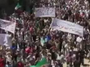 Conselho de Direitos Humanos da ONU condena massacre na Síria - O Conselho pediu que a chacina seja investigada por uma comissão independente, que seria comandada pelo brasileiro Paulo Sérgio Pinheiro. Observadores da ONU suspeitam de milícias e tropas do governo.