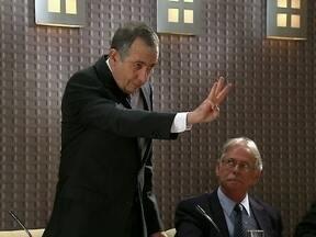 Acusado depõe em CPI e é julgado por cassetas - Cassetas zoam com a corrupção no Congresso Federal